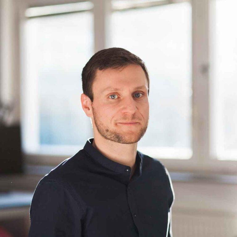 Startup Hacks Podcast #77 & 76 | Dieser Gründer verwandelt Wasser zu Schorle, nur durch Duft : Fabian Schlang von air up – Teil 1 & 2