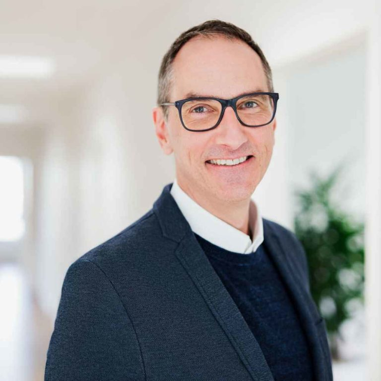 Startup Hacks Podcast #75 | Handwerker, Agenturinhaber und Mentor mit papierlosem Büro: Lars Bobach